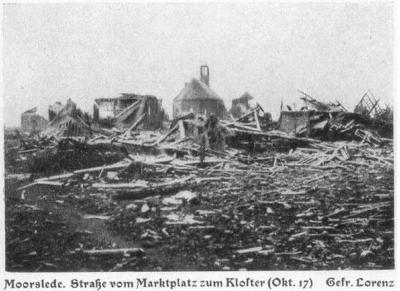 De straat van het markplein naar het klooster, oktober 1917, Moorslede