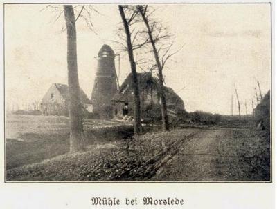 Zicht op een molen bij Moorslede