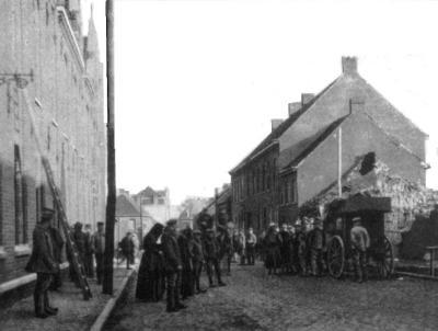 Zicht in Statiestraat na bombardement