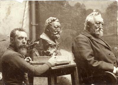 Jules Lagae boetseert Ferdinand Callebert, 1907