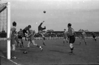 Fases voetbalwedstrijd FC Izegem-CS Braine, Izegem, 1958
