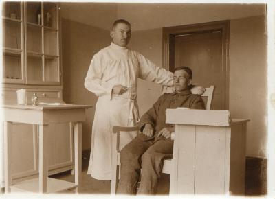 Soldaat op consultatie bij dokter (tandarts), Moorslede