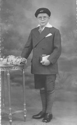 André Lemahieu op zijn Plechtige Communie, Gits, 1932