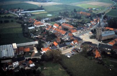 Luchtfoto dorpskern, Gits
