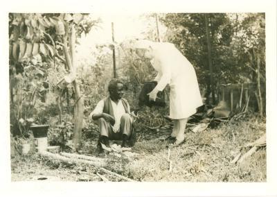 Zuster Bruneel in Thysville (Congo), 14 augustus 1981