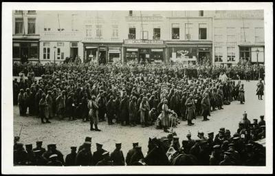Gevangenen (?) na tweede slag van Roeselare