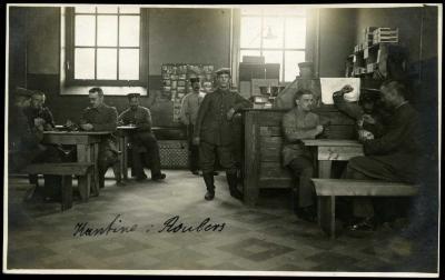 Duitse soldaten in kantine, Roeselare