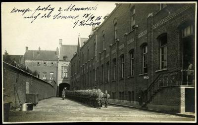Compagnie Duitse soldaten op binnenkoer arsenaal, Roeselare 18 september 1916
