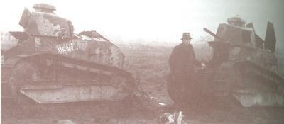 Buitgemaakte tanks aan front aan Somme