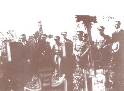 Herdenkingsplechtigheid op begraafplaats, juni 1920