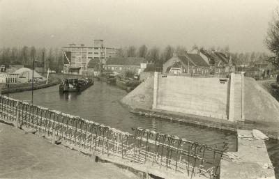 Werken aan De Centrumbrug en de Vaart, Ingelmunster, ca 1956