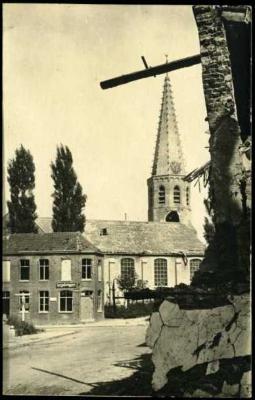 Beschadigde kerk en woonhuizen, Staden