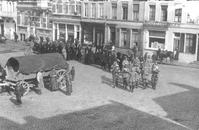 Duitse militaire begrafenis, Grote Markt, Izegem
