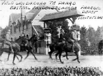 Gendarmen te paard, kasteel Vandenbogaerde, Izegem