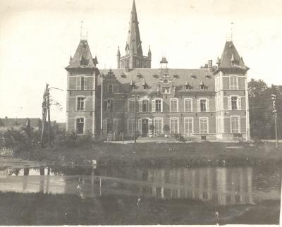 Duitsers werken aan bedrading kasteel, Dadizele