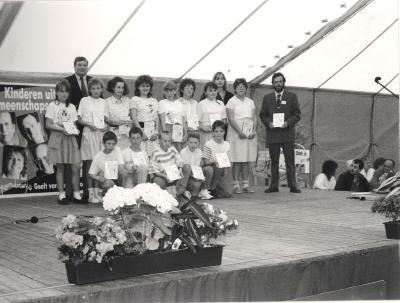 """Feest in Basisschool """" De Valke"""", Lichtervelde, 12 mei 1990"""