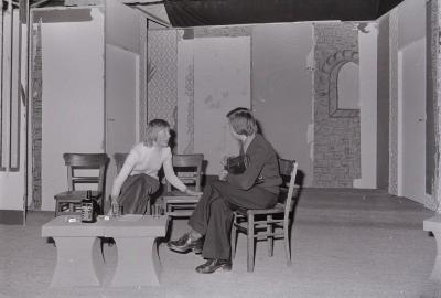 Foto's tijdens repetitie toneelvereniging Kunst na Arbeid (KNA), Moorslede maart 1975