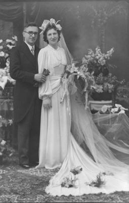 Huwelijksfoto Georges Vandenbroucke en Julienne Steen, 1947