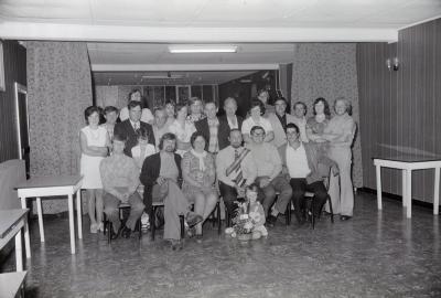 Groepsfoto met biljartkampioen Slypskapelle, augustus 1974