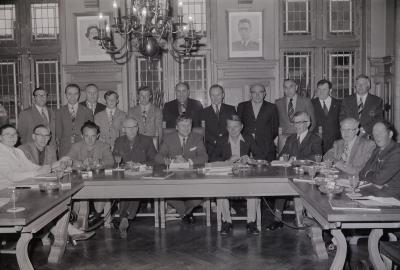 Laureaten ontvangen op gemeentehuis, Moorslede augustus 1974