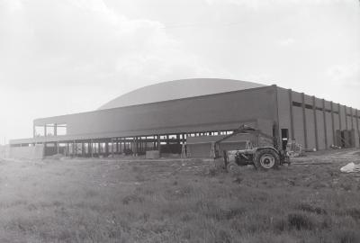 Grote loods in opbouw, 1973