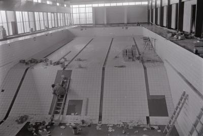 Bouw zwembad Moorslede, mei 1971