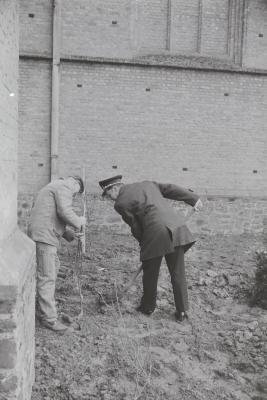 Boomplantactie op Kerkplein, Moorslede voorjaar 1971