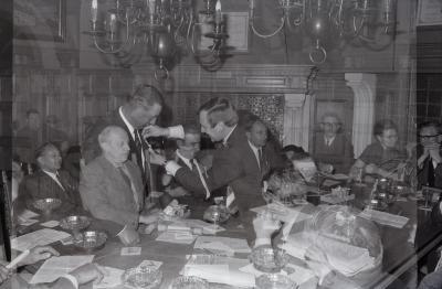 Gedecoreerden ontvangen op gemeentehuis, Moorslede mei 1971