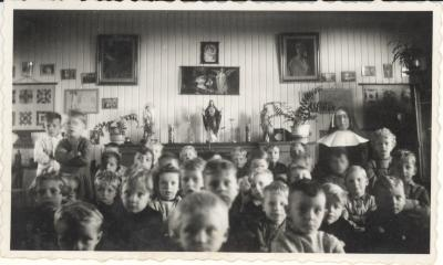 Schoolfoto met zuster, 1944