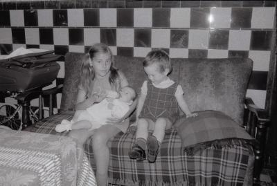 Ann Beeckaert bij kinderen Vanryckeghem, Moorslede 1969