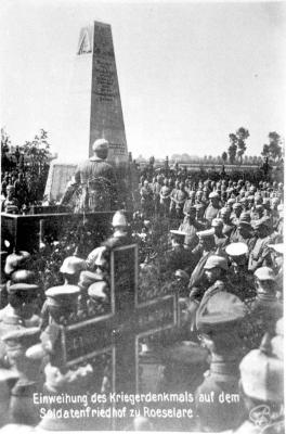 Inhuldiging monument van de gesneuvelde Duitse soldaat