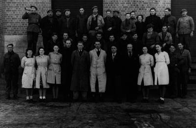 Personeel melkerij W. Hennion en N. Van Speybroeck, Moorslede, 1942