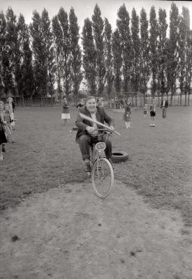 Feest op speelplein 'Levet Scone', Moorslede augustus 1977