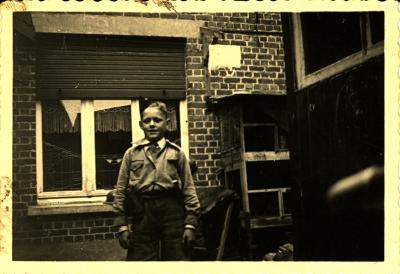Emiel Vanheule als kleine soldaat te Izegem