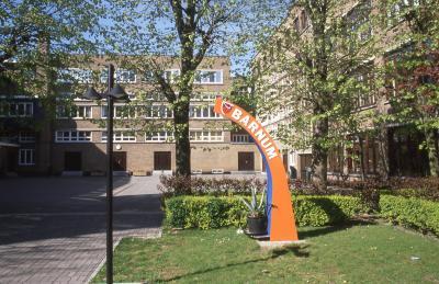 Gedenkzuil Barnumschool, 1997