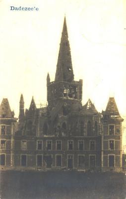 Beschadigd kasteel en kerk, Dadizele