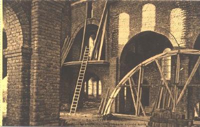 Interieur van kerk in opbouw, Slypskapelle