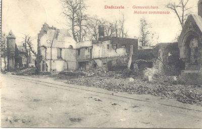 Gemeentehuis van Dadizele in puin