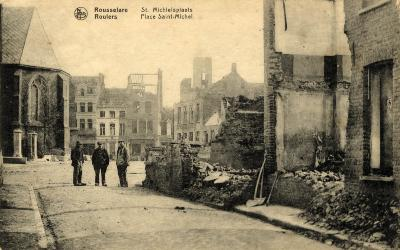 Huizen in puin op de Sint-Michielsplaats