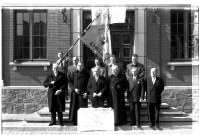 Bestuur Davidsfonds Emelgem voor stadhuis, Emelgem 1957