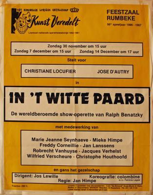 """Affiche van de Toneel- en Operetteopvoering """"In 't Witte Paard"""" door het  Roeselaars Lyrisch Gezelschap """"Kunst Veredelt"""", Roeselare, 1986"""