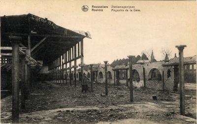 Magazijnen van de spoorwegen in puin