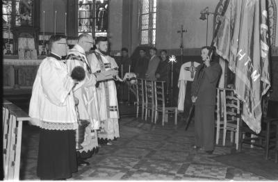 Herdenkingsviering ACV-ACW: wijding van vlag, Kachtem 1957