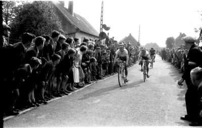 Wielerwedstrijd: Toulouse wint spurt, Westrozebeke 1957