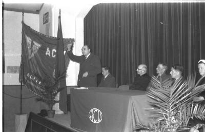 Herdenkingsviering ACV-ACW: podium te Kachtem met Leon Maisele, Kachtem 1957