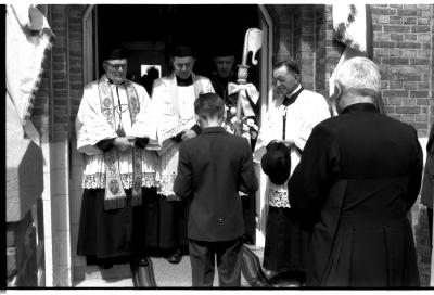 Inhuldiging van E.H. Van Caeysele, pastoor, Izegem 1957