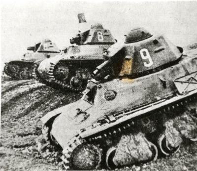 3 Franse tanks Hotschkiss in de strijd
