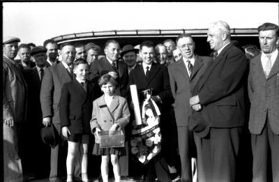 Kampioenschap vinkenzetting van beide Vlaanderen: Geldhof op het podium, Izegem 1957