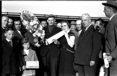 Kampioenschap vinkenzetting van beide Vlaanderen: Geldhof (?) kampioen, Izegem 1957