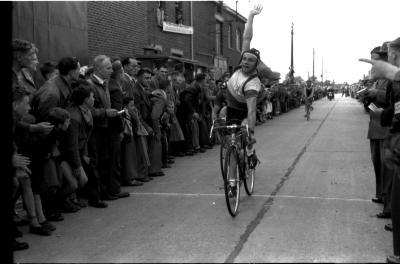 Wielerwedstrijd: Roger Soenen wint, Oekene 1957